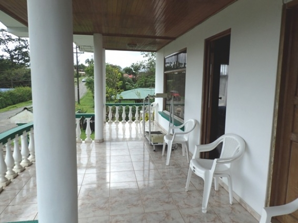 2 Story House and 2 Separate Cabinas, Only a 5 Minute walk to Town
