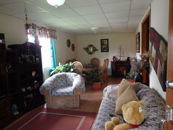 Pleasant 3BR Home Very Close to Town