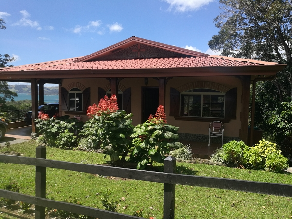 Amirable 3BR Lake, Volcano Home in Gated Community
