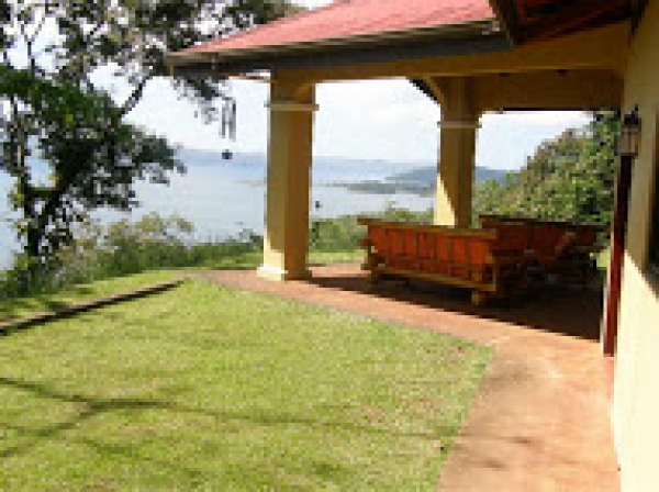 Magnificent and Private 3BR Villa overlooking the Lake